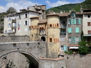 Entrevaux - Bridge, Royale gateway and houses of the medieval village