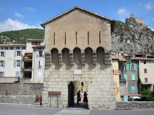 Entrevaux - Bridge of the Royale door, houses of the medieval village, fortifications and overlooking citadel
