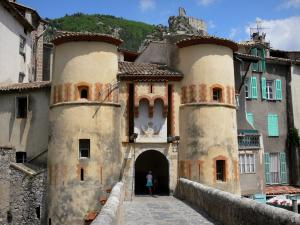 Entrevaux - Royale door and its drawbridge, houses of the medieval village and overlooking citadel