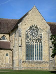 L'Épau abbey - Old Cistercian abbey of La Piété-Dieu, in Yvré-l'Évêque: rosette window of the apse of the abbey church