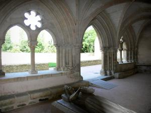 L'Épau abbey - Old Cistercian abbey of La Piété-Dieu, in Yvré-l'Évêque: recumbent effigy of Queen Berengaria of Navarre in the chapter house