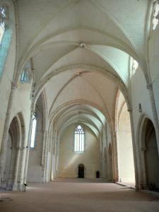 L'Épau abbey - Old Cistercian abbey of La Piété-Dieu, in Yvré-l'Évêque: inside the abbey church