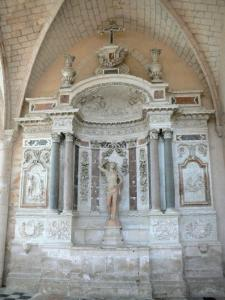 L'Épau abbey - Old Cistercian abbey of La Piété-Dieu, in Yvré-l'Évêque: inside the abbey church: altar of the Saint-Sébastien chapel