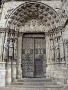 Étampes - Carved royal portal (side portal) of the Notre-Dame-du-Fort collegiate church