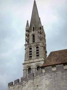 Étampes - Tower and battlements of the Notre-Dame-du-Fort church