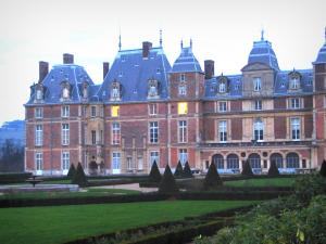 Eu - Castle with its garden featuring lawns and shrubs