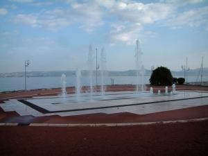 Évian-les-Bains - Fountains with view of Lake Geneva and the Swiss shore