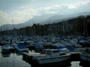 Évian-les-Bains - Boats and sailboats in the port, mountains in background
