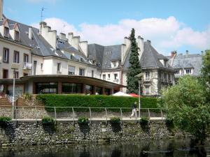 Évreux - Walk along River Iton, and buildings of the town