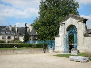 Évreux - Entrance gate of the former episcopal palace