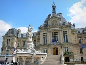 Évreux - Facade of the town hall of Evreux and monumental fountain on the Place du Général de Gaulle square
