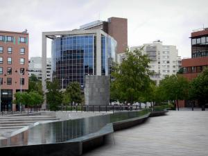 Évry - Buildings, trees and fountains of the Place des Droits de l'Homme square