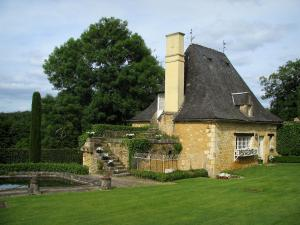 Eyrignac manor house gardens - Pavilion and lake