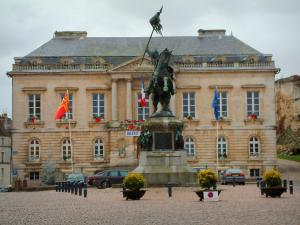 Falaise - Guillaume-le-Conquérant square and the town hall