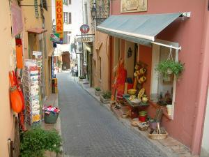 Fayence - Narrow street lined with shops and houses with colourful facades