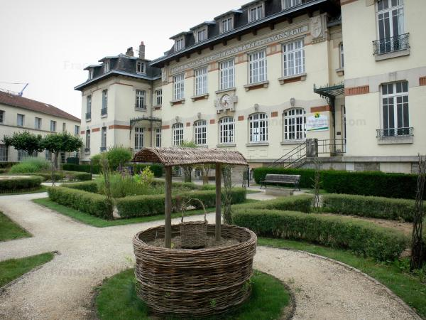 Fayl-Billot - National School of Reed-Growing and Basket-making and its garden