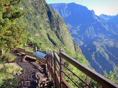 The rivi re de l 39 est suspension bridge tourism holiday for Fenetre de l est