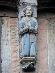 La Ferté-Bernard - Sculpture on the facade of an old half-timbered house
