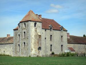 Fief des Epoisses stronghold - Old medieval fortified farm and lawn ;in the town of Bombon