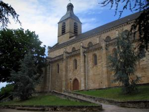 Figeac - Notre-Dame-du-Puy church, lawns and trees, in the Quercy