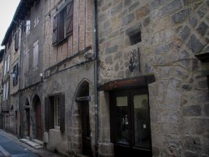 Figeac - Facades of houses in the old town, in the Quercy