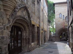 Figeac - Portal of the Auglanat mansion and portal of the Balène mansion in background, in the Quercy