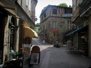 Figeac - Street, shops and houses in the old town, in the Quercy