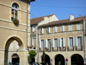 Fleurance - Town hall, statue fountain and arcaded houses of the central square (Place de la République) of the bastide fortified town; in the Gers Lomagne