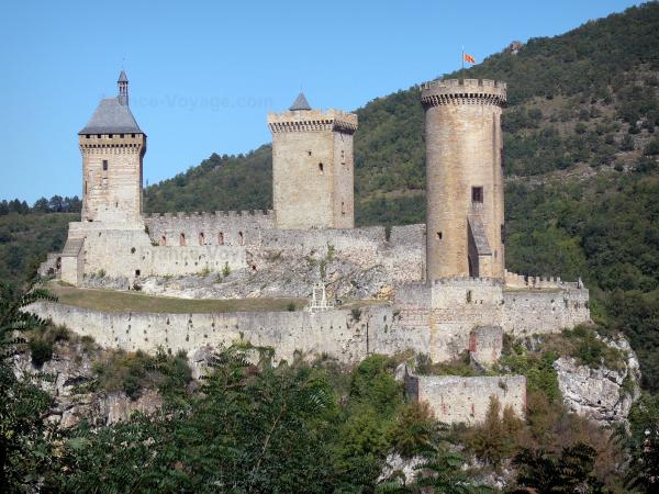 Foix - Castle of the Counts of Foix (medieval fortress, fortified castle) with its three towers, perched on a rocky outcrop and home to the Ariège departmental museum