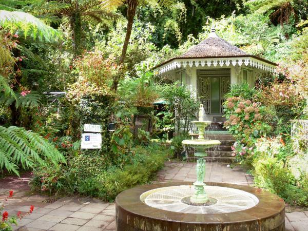 Folio House   Guétali (kiosk) And Trois Grâces Fountain In A Green Setting;