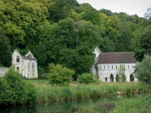 Fontaine-Guérard abbey - Notre-Dame de Fontaine-Guérard abbey: nuns' building and Saint-Michel chapel, in a green setting, on the banks of River Andelle; in the town of Radepont