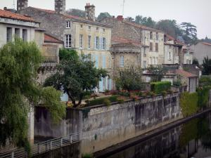 Fontenay-le-Comte - Houses by the River Vendée