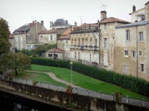 Fontenay-le-Comte - Park by the River Vendée and houses of the old town