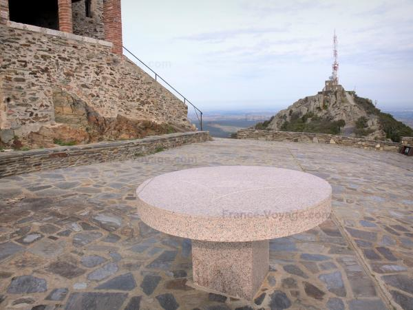 Força Réal - Viewpoint indicator, hermitage chapel and radio relay at the top of the rocky outcrop
