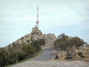 Força Réal - Radio relay at the top of the rocky outcrop