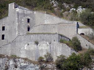 Fort l'Écluse - Fortified military installation; in the town of of Léaz