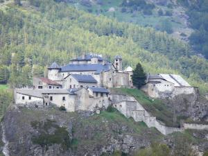 Fort Queyras - Queyras castle: fortress (fortified castle) perched on its rocky peak and trees; in the Queyras Regional Nature Park, in Château-Ville-Vieille