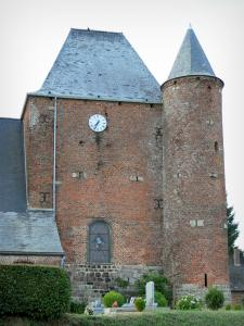 Fortified churches of Thiérache - Englancourt: keep and round tower of the Saint-Nicolas fortified church