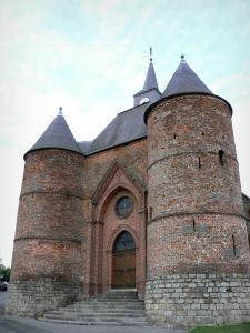 Fortified churches of Thiérache - Wimy: Saint-Martin fortified church, with its keep flanked by two round towers
