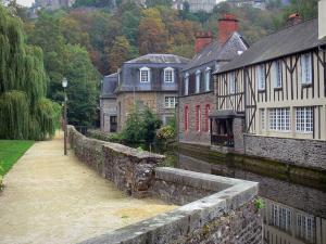 Fougères - Walk along the River Nançon, houses of the medieval town along the water and trees