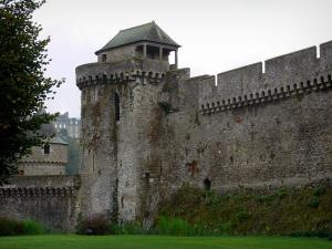 Fougères - Fortified surrounding wall (ramparts) of the castle
