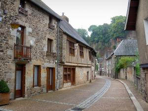 Fougères - Street lined with houses