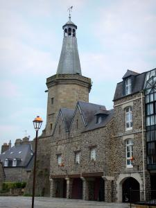 Fougères - Bell tower, lamppost and houses of the city