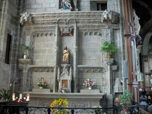 Fougères - Inside of the Saint-Sulpice church: granite altarpiece