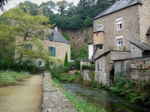 Fougères - Walk and houses by the River Nançon