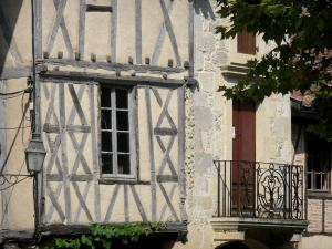 Fourcès - Facade of the half-timbered house