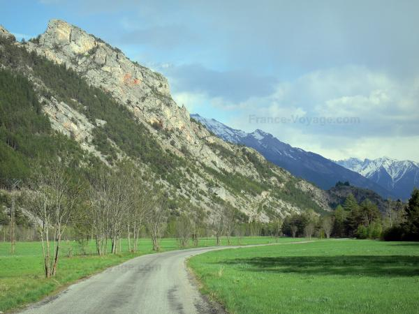 Freissinières valley - Road lined with prairies and trees, mountains; in the Écrins National Nature Park