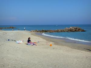 Frontignan-Plage - Beach of the seaside resort, cliffs and the Mediterranean Sea