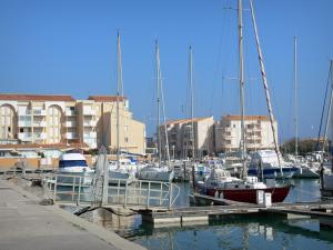 Frontignan-Plage - Boats and sailboats of the sailing port, quay and buildings of the seaside resort