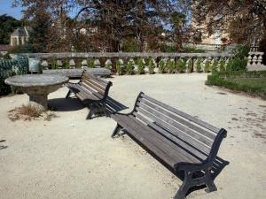 Fumel - Benches on the terrace of the château